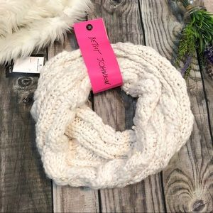 NEW Betsey Johnson Chunky Cowl Scarf